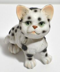 Black and White Kitty Cat Bobblehead FigurineFigure Dancing Head Cute Kitten