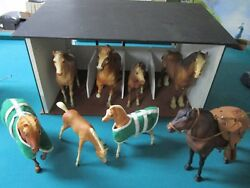 Stable And 8 Breyer Horses