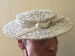 1950s Womens Vintage FascinatorHat Ivory Lace w Small BowRhinestone