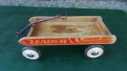 Antique Child Wood Leader Flash Wagon Pull Toy In Great Condition Has 4 Wheels