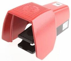 606 Series Emergency Stop Foot Switch with Cover 1 Pedal Momentary Contacts N