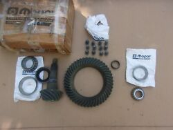 Nos Mopar 9-1/4 3.901 Ring And Pinion Set With Bearings Bolts And Oil Seal