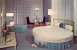 THE BRIDAL SUITE - DOWNTOWNER MOTEL, BOISE, ID. luxurious privacy