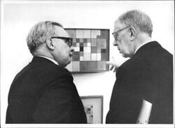 Photograph of King Gustaf VI Adolf and director Felix Klee at the Paul Klee exhi