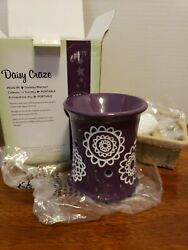 New Scentsy Warmer Plug In Daisy Craze Purple Holder w White Flower NIB