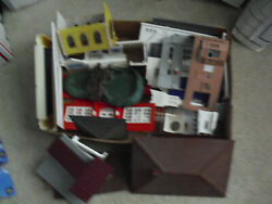 Big Lot Of Vintage O Scale Plasticville Building Parts Walls Trim And More 4