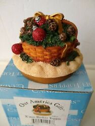 Our America Yankee Candle X#x27;MAS BASKET 4053 Christmas Candle Topper