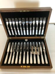 Oak Canteen Of 24 Mother Of Pearl And Silver Plated Fruit Knives And Forks Mop-eee