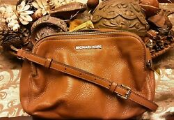 MICHAEL KORS BROWN PEBBLED CROSSBODY BAG $50.00