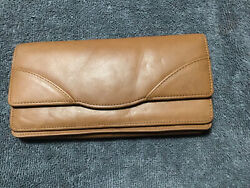 Tusk Women#x27;s Donington Napa Gusseted Clutch Wallet $50.00