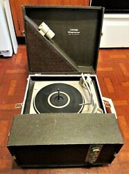 Vintage 1970s Magnavox 40p233 Portable Suitcase Stereo Turntable