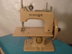 Childs Singer Sewing Machine Model 20 Sewhandy Case And Clamp