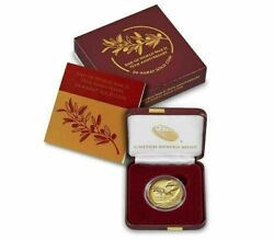 End Of World War Ii 75th Anniversary 24-karat Gold And Silver Medal Set In Hand