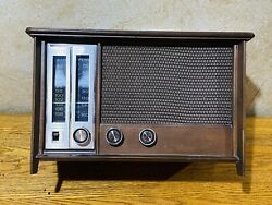 1959 Zenith Long Distance Radio Model X334 Works Great Clean Working Condition