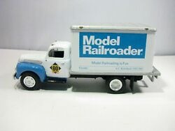 🔵 1951 Ford F- 6 Dry Goods Van 60 Years Of Model Railroader 1/34 Scale New