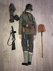1/6th Scale,ww1 German Stormtrooper Sideshow -bayonets And Barbed Wire .