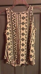 Unbranded size small women#x27;s top $5.00