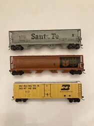 Ho Scale Bachmann Lot Of 3 Freight Cars Santa Fe, Can Hopper And Bn Box Car Used