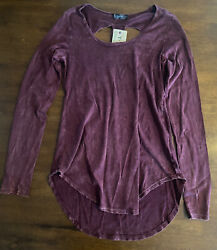 T Party Women#x27;s Clothing Size Large Long Sleeve Mineral Wash Burgundy $18.50