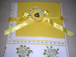 English Posey Bouquet on Sunny Yellow TRUE VINTAGE BORDER PRINT TABLECLOTH 54x47