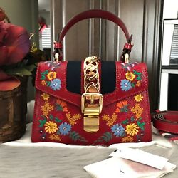 100% AUTH NEW GUCCI SYLVIE MINI LEATHER EMBROIDERED RED CROSSBODY BAG SHOULDER