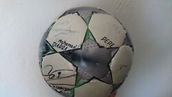 ADIDAS CHAMPIONS LEAGUE Original Soccer Ball with autographs of REAL Madrid 2009