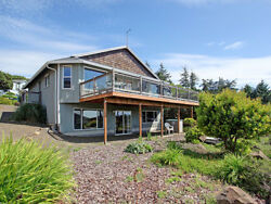 4 Nights: Oceanside Vista House Home by RedAwning ~ RA5833