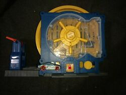 Hot Wheels City Super Bank Blast-out Playset With Multiple Features 1car And Coin
