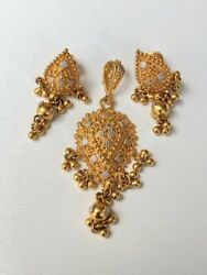 22k Yellow And White Gold Pear Shaped Pendant And Earring Jewelry Set