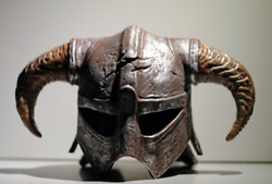 Skyrim Dragonborn horned iron helmet