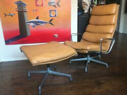 Mid-century Modern Eames Herman Miller Lounge Chair And Ottoman