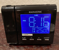 Electrohome Projection Alarm Clock with AM FM Radio Battery Backup Model MM176K