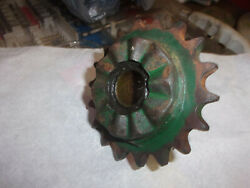 New Idea Corn Picker 311 And 312 - 302281 18 Tooth Sprocket W/bushing And Ratchet