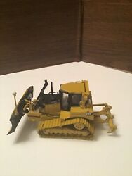 Caterpillar D6 Gps Dozer Die Cast Collectible With Metal Tracks Andmdash 1/50 Model