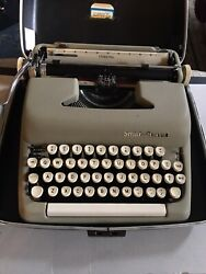 Vintage Smith-corona Sterling Portable Typewriter With Case