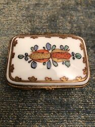 Vintage Porcelain Hand Painted Hinged Jewelry Trinket Pill Box Made In France