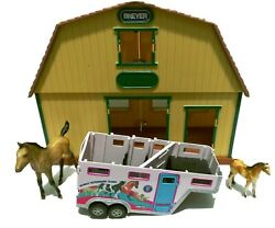 Breyer Brown And Green Toy Plastic Horse Barn Stable And Breyer Horse Trailer Lot