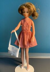 Tressyandrsquos Sister Toots / Cricket Doll And 3 Outfits Happy Birthday Theatre Time + 1