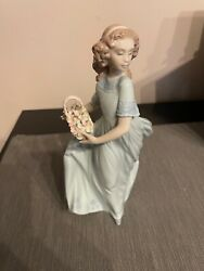 Vintage Llardo Porceline Figurine Women Market Basket And Bag