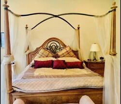 Thomasville King Size Four Post Canopy Bed
