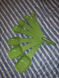 Vintage Tupperware Green Apple Measuring Spoons Complete Set Of 7 With Ring