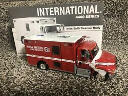 First Gear Ambulance West Metro International 4400 With Ems Rescue Body 1/34 New