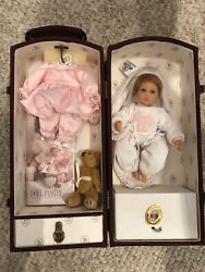 Sweet Lee Middleton 2002 Our Doll Family W/ Trunk Baby And Me Clean Undisplayed