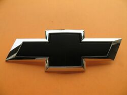 15 16 17 18 Chevy Suburban Tahoe Front Grille Emblem Badge Logo 22814066 A16924