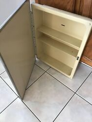 Vintage Mid Century Medicine Chest Cabinet W/ Mirror And 2 Metal Shelves -recessed