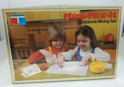 New Vintage 1979 Tupperware Toys Childrenand039s Mini-mix-it Set Mixing Set Cooking