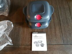 New 2 Tupperware Heat N Serve Containers 2 Cups Square Gray/red