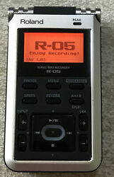 Roland R-05 Wave/mp3 Recorder Handheld Silver Excellent Tested Condition