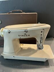 Singer 500a The Rocketeer Sewing Machine Slant-o-matic. No Chord No Pedal