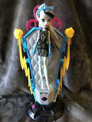 Monster High Frankie Stein Doll And Electric Hair Raising Charging Station Coffin